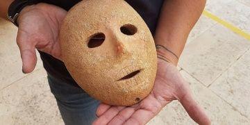 Batı Şeriadaki El Halil kentinde 9 bin yıllık taş maske bulundu