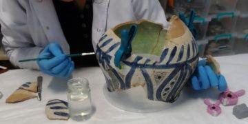 Tarihi çinilerin emanet edildiği maharetli eller antik duyarlıkla çalışıyor