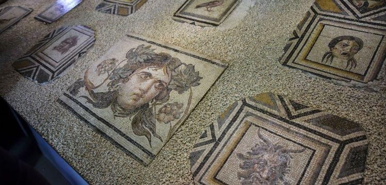 Çingene Kızı Mozaiğinin yurda dönen parçaları ziyarete açıldı