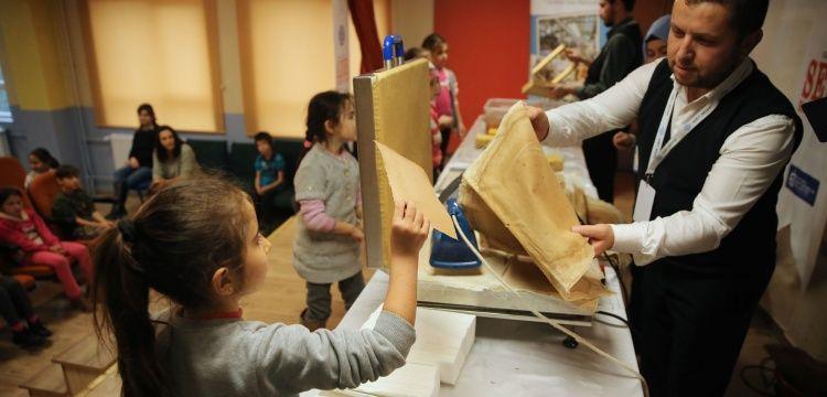 Kocaeli Kağıt Müzesi öğrencileri okullarında ziyaret ediyor