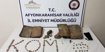Afyonkarahisarda bir araçta göktaşı ve tarihi eserler yakalandı