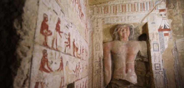 Mısırın Giza kentinde 4 bin 400 yıllık mezar bulundu.