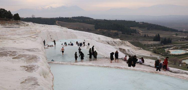 Pamukkale 2021 yılının 11 gününde 6850 turist ağırladı
