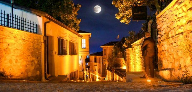 İzmit'in Kapanca Sokağındaki ahşap Osmanlı evleri restore edildi