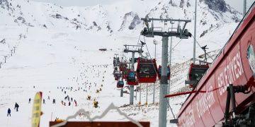 Erciyes Dağında turizm sezonu 30 bin kişi ile başladı