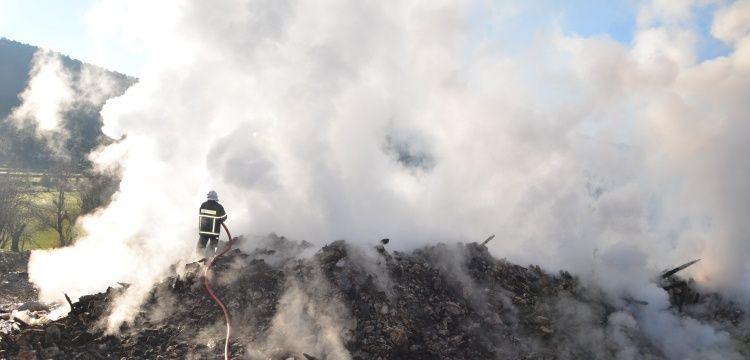 Akseki'nin ünlü tarihi düğmeli evlerinden biri yandı