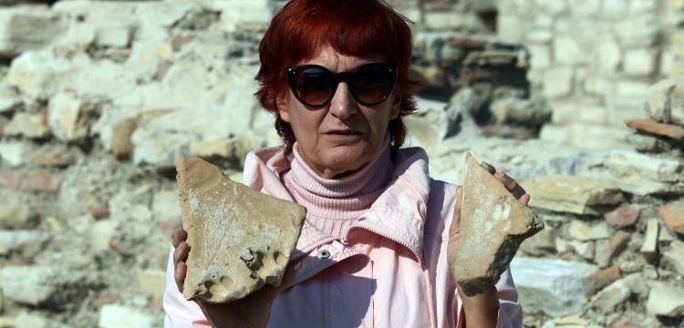 Kadıkalesinde 8 yüzyıllık tuğla ve kiremitlerde kedi ve köpek izleri bulundu