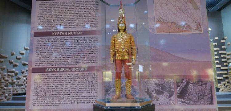 Altın Elbiseli Adam'a Kazakistanlı Tutankamon deniliyor