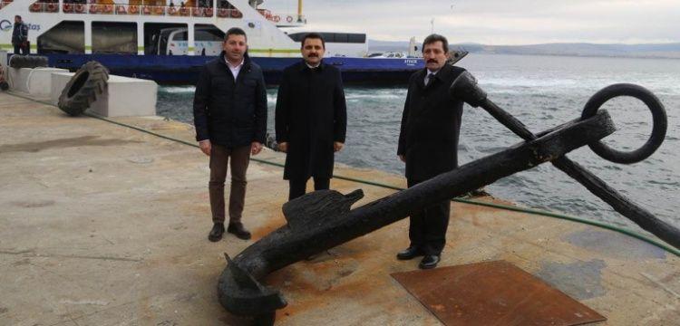 Lapseki'de denizden 3 tonluk tarihi çapa çıkarıldı