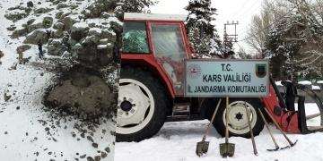 Karsta traktörle kaçak kazı yapan defineciler yakalandı