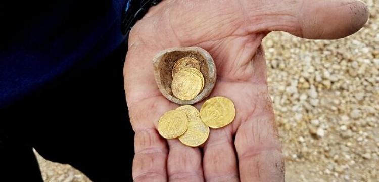 İsrail'de içinde Abbasi dönemi altın sikkeleri olan kumbara bulundu