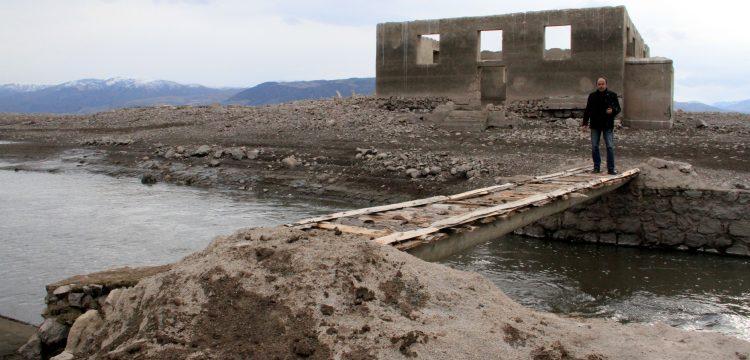 Suşehri'de 40 yıldır su altında kalan köy su yüzüne çıktı