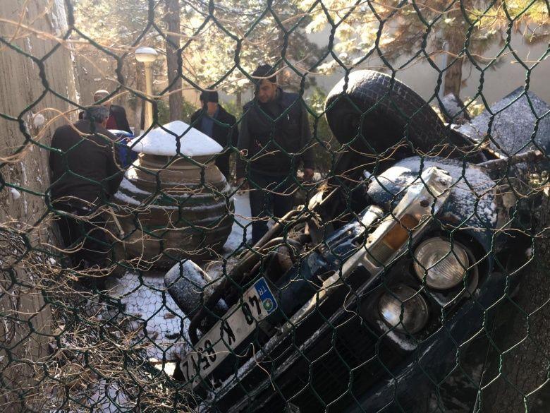 Nevşehir müzesinde akıl almaz trafik kazası: Araç pitosu parçaladı