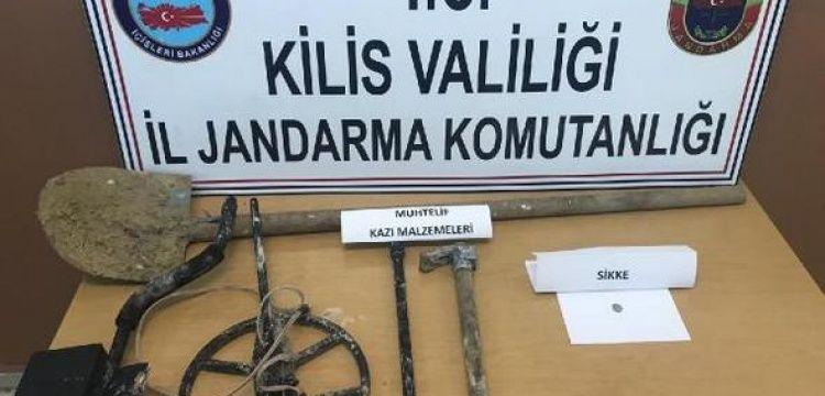 Kilis'te Ravanda Kalesi'nde kaçak kazı yapan 3 defineci yakalandı