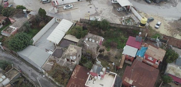 Tarsus'taki esrarengiz kazının yapıldığı kırmızı ev ıssızlığa gömüldü