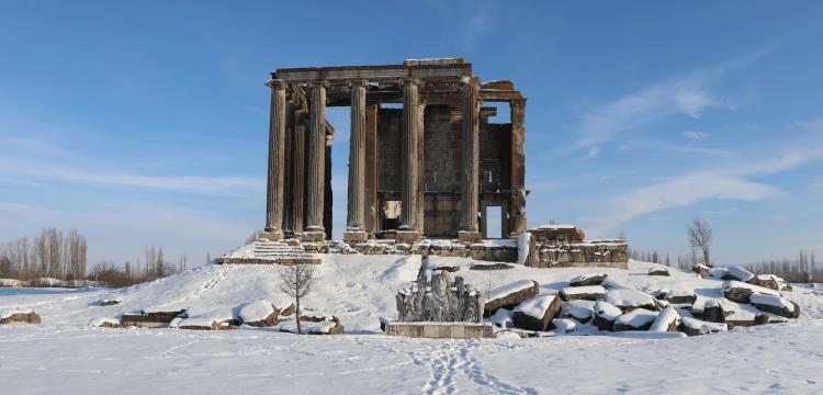 Aizanoi Antik Kenti Zeus Tapınağı kar altında