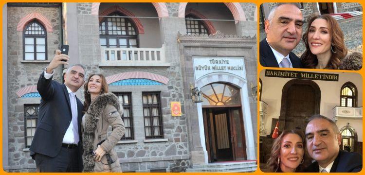 Bakan Ersoy ve eşi Müzede Selfie Günü'ne bu pozla katıldı