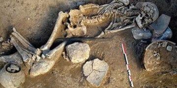 Rüstemabadda 3 bin yıllık mezar bulundu