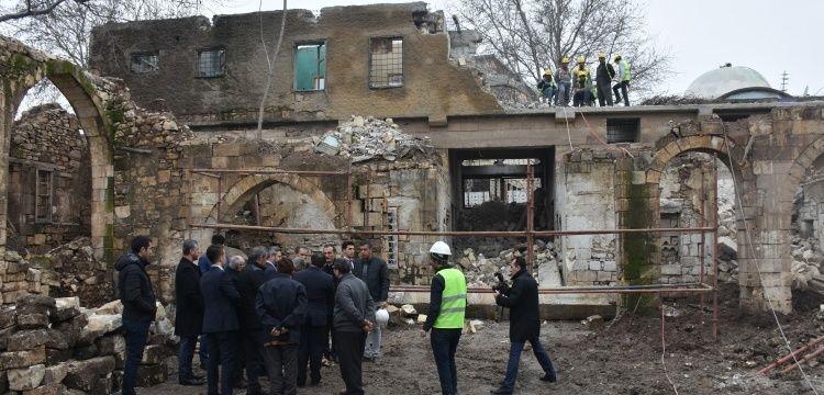 Adıyaman'da kamulaştırılan tarihi Tuz Hanı'nda restorasyon başladı.