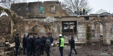 Adıyamanda kamulaştırılan tarihi Tuz Hanında restorasyon başladı.