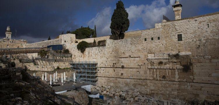 İsrail Ağlama Duvarını restore ediyor