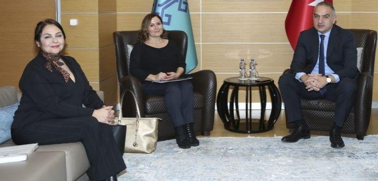 Bakan Ersoy, akademisyen Hayal Güleç'i çalışma ofisinde ağırladı