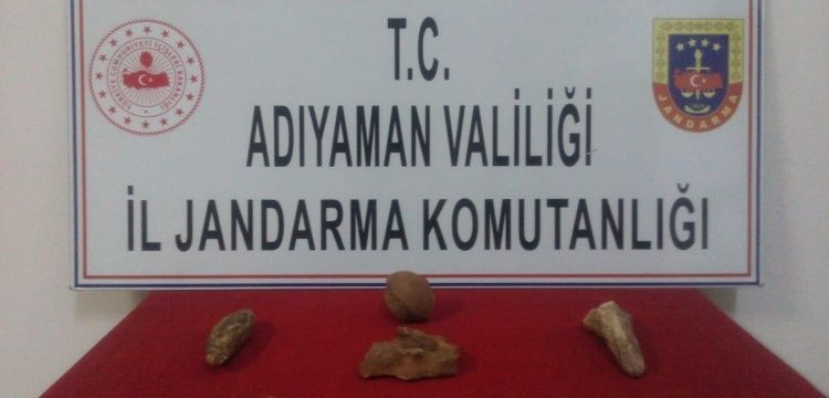 Adıyaman'da iki eve tarihi eser operasyonu düzenlendi