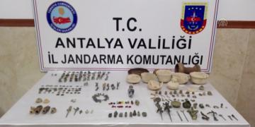 Muğladan Manavgata satış için getirilen 241 parça tarihi eser yakalandı