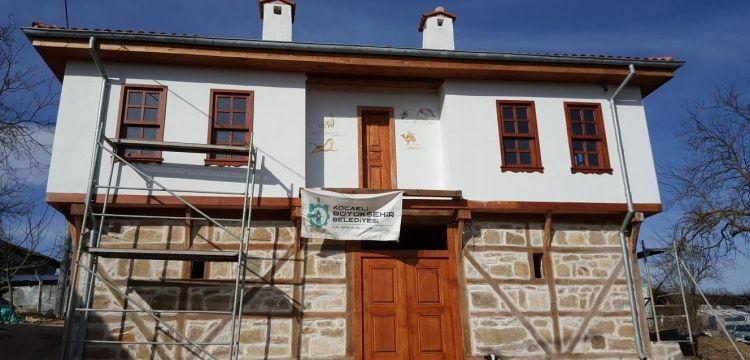 Derince'deki Beş Divanlı Rıza Bey Konağı'nın restorasyonu sürüyor