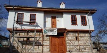 Derincedeki Beş Divanlı Rıza Bey Konağının restorasyonu sürüyor