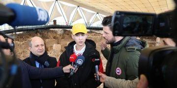 Çinli şarkıcı Xiao Zhang Göbeklitepeyi ziyaret etti