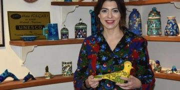 Nida Olçar antik Frig oyuncaklarını çini sanatıyla şekillendiriyor