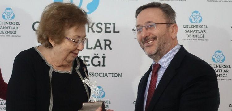 Dr. Filiz Çağman Gümüş Lale Ödülü Topkapı Sarayı'ndaki törenle aldı