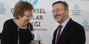 Dr. Filiz Çağman Gümüş Lale Ödülü Topkapı Sarayındaki törenle aldı