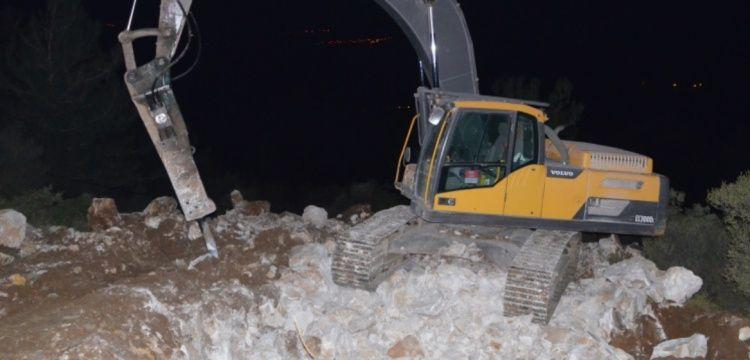 İznik'te iş makinesi ile kaçak kazı yapan defineciler yakalandı