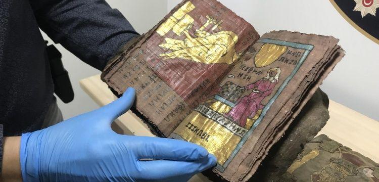 Denizlide bin yıllık altın yazmalı kitaplar yakalandı
