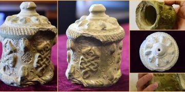 Harranda seramikten yapılmış 900 yıllık tıpalı ilaç şişesi bulundu