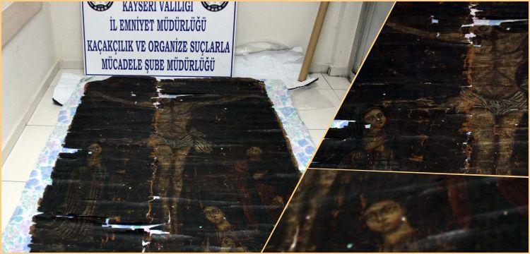 Kayseri'de bir plazada 700 yıllık Çarmıhtaki İsa tablosu yakalandı