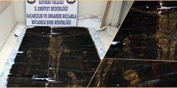 Kayseride bir plazada 700 yıllık Çarmıhtaki İsa tablosu yakalandı