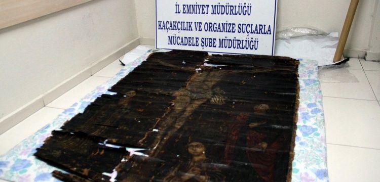 Kayseride 13. yüzyıla tarihlenen Hazreti İsanın çarmıh tablosu ele geçirildi