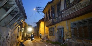 Balıkesirde tarihi Rum evinin yıkılma riski nedeniyle önlemler alındı