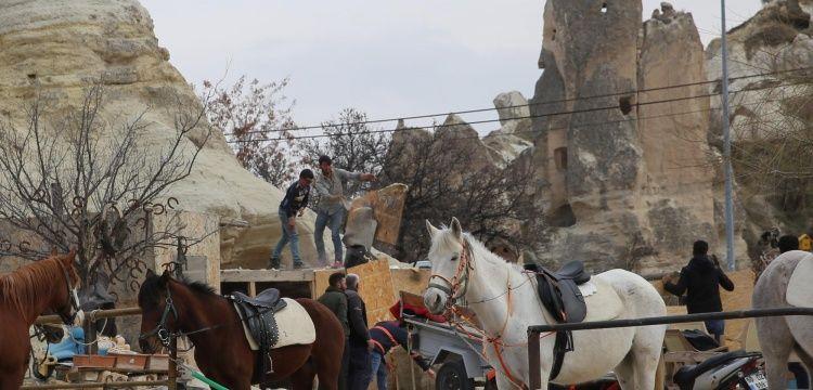 Kapadokyada Peri Bacaları arasına yapılan kaçak yapı yıkımı devam ediyor