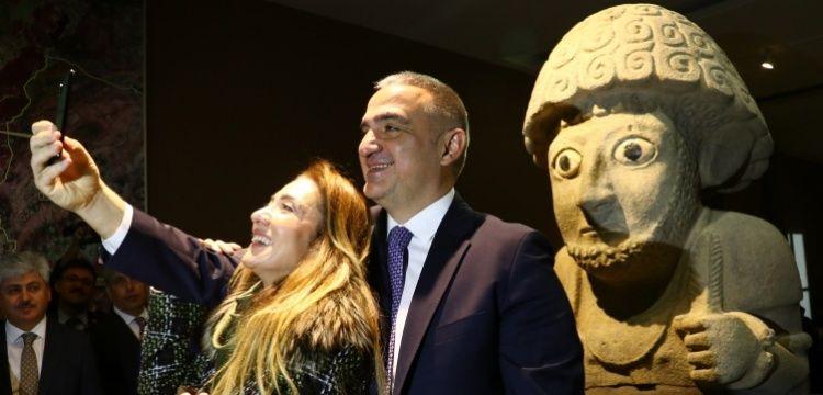 Bakan Ersoy Hatay Arkeoloji Müzesi'nde incelemelerde bulundu