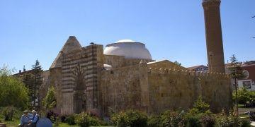 Tarihi Cacabey Medresesi bir kez daha restore edilecek