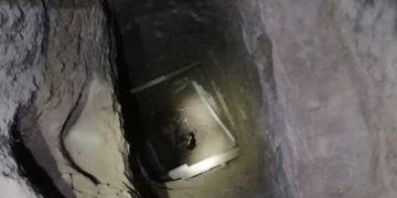 Kedi metruk binada define arayanların açtığı kuyuya düştü