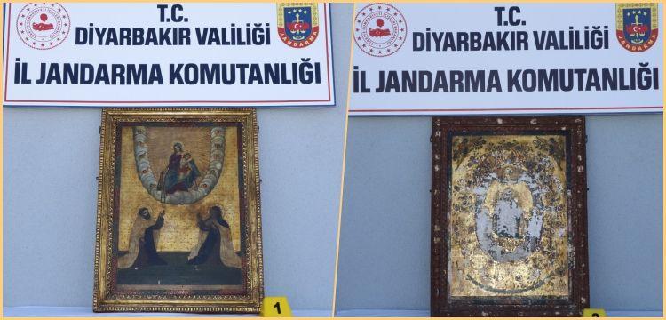 Diyarbakır'da yakalanan altın işlemeli iki tablo 800 yıllık tarihi eser çıktı