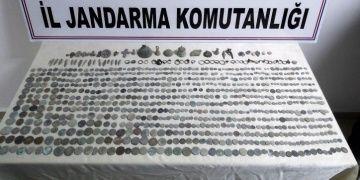 Aksarayda jandarma ekipleri tarihi eser olduğu düşünülen sikkeler yakaladı