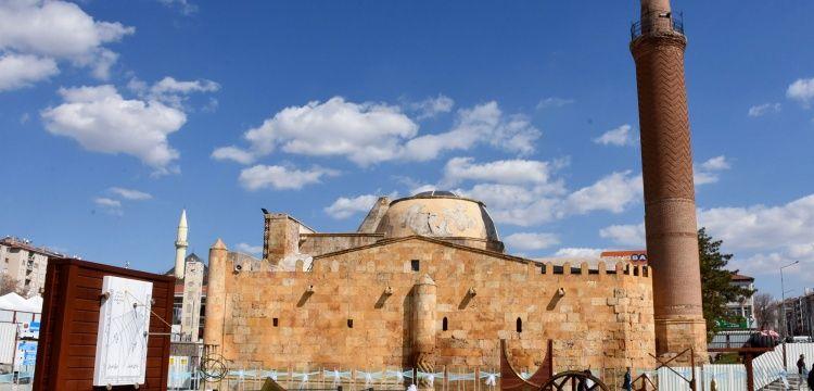 Kırşehir Cacabey Gökbilim Medresesi restorasyona hazırlanıyor