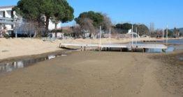 Erdekde sular çekilince antik iskele gün yüzüne çıktı