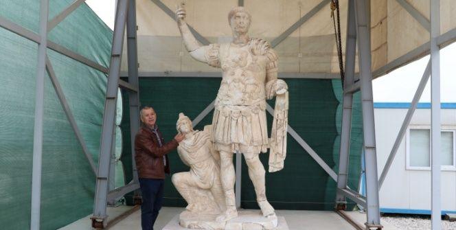 Laodikyada 3 metrelik eşsiz Roma devri heykeli bulundu
